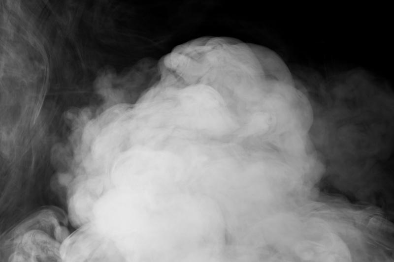 下から発生する煙