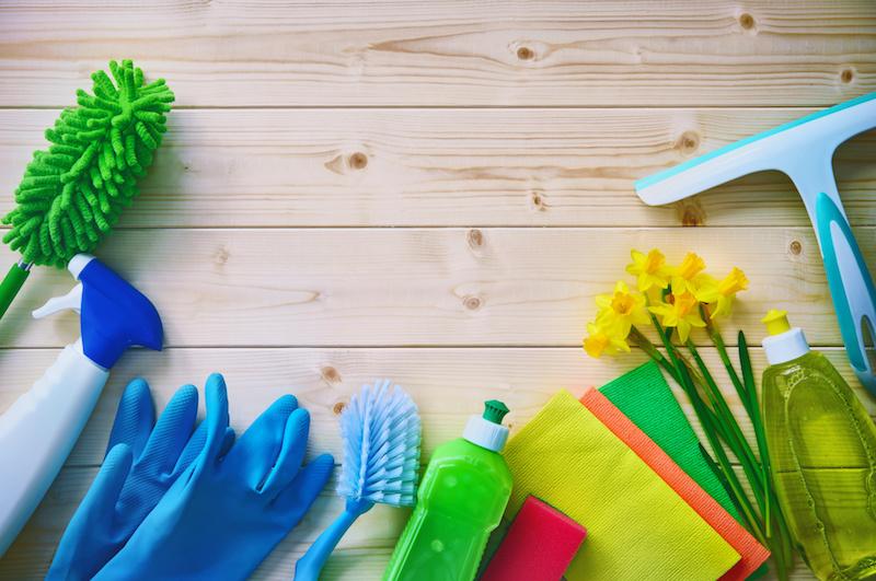 床に広がる掃除道具