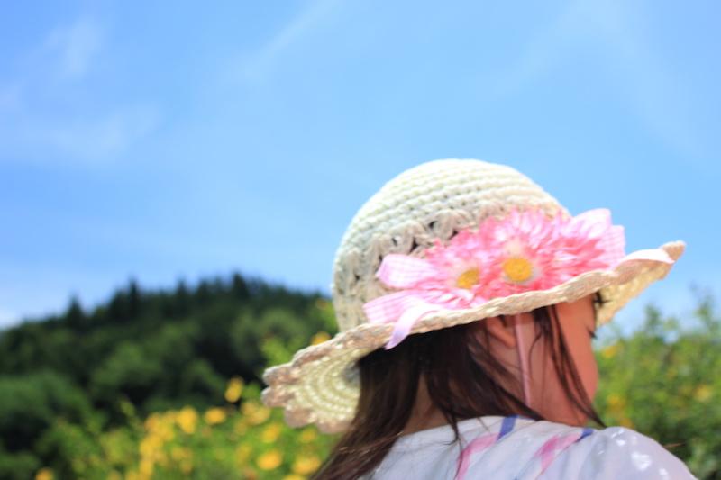 麦わら帽子を被った女の子