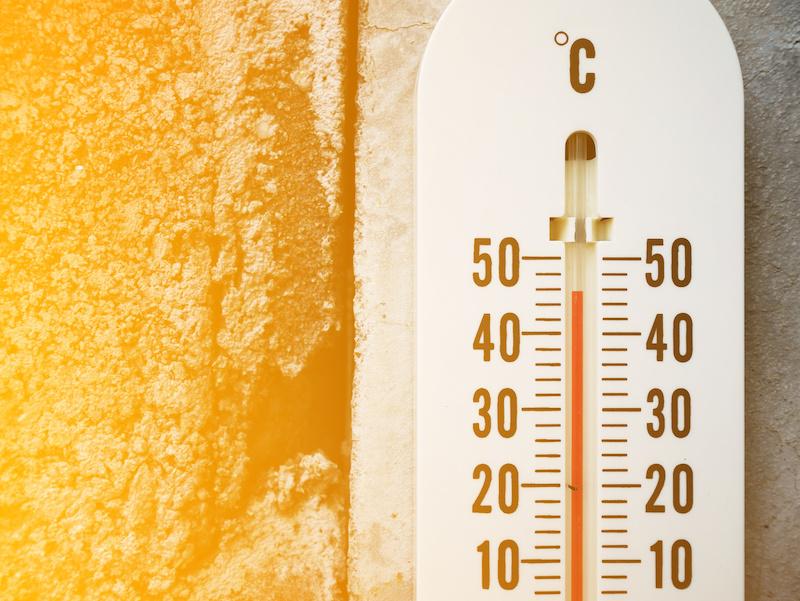 高温を示す温度計