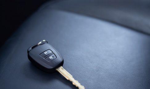 あなたの状況に最適な車のキー閉じ込め解決法は?フローチャートと対策